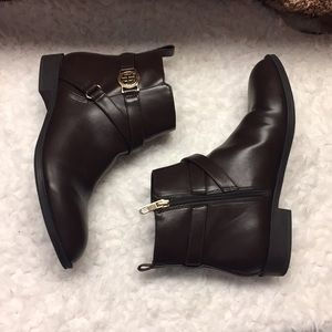 Like new Tommy Hilfiger booties. Brown. 9.5